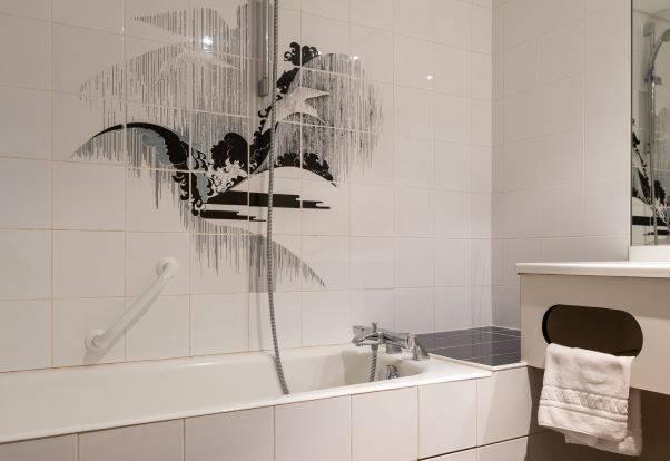 modernes Badezimmer, charmantes Hotel in der Auvergne