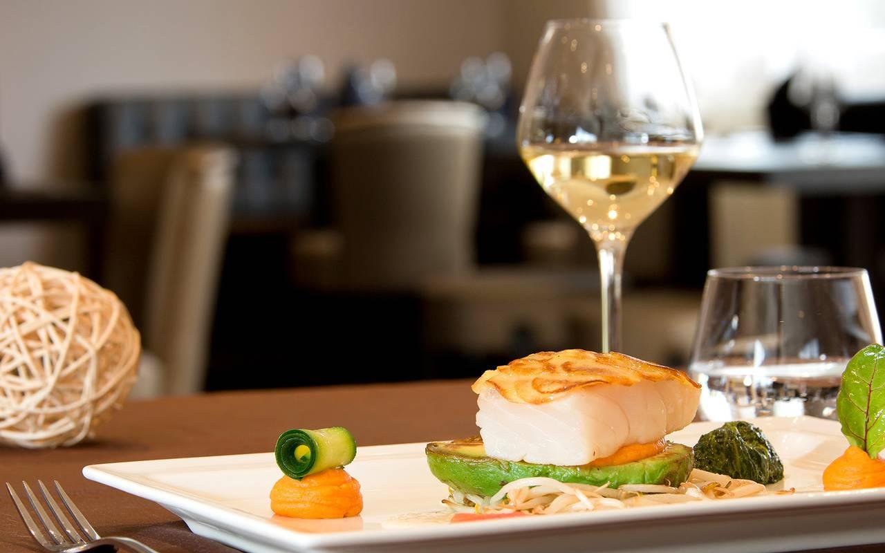cuisine white wine hotel restaurant puy-de-dôme