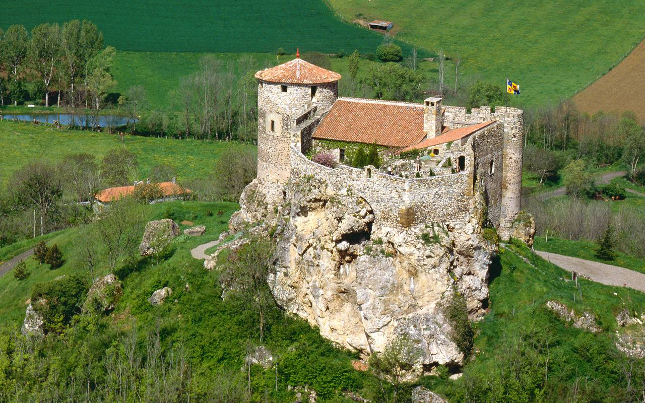 castle historic road auvergne