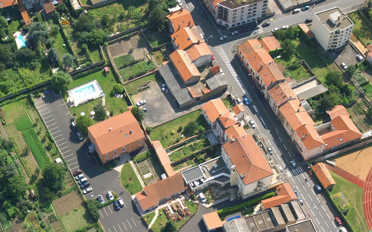 satellite view hotel issoire