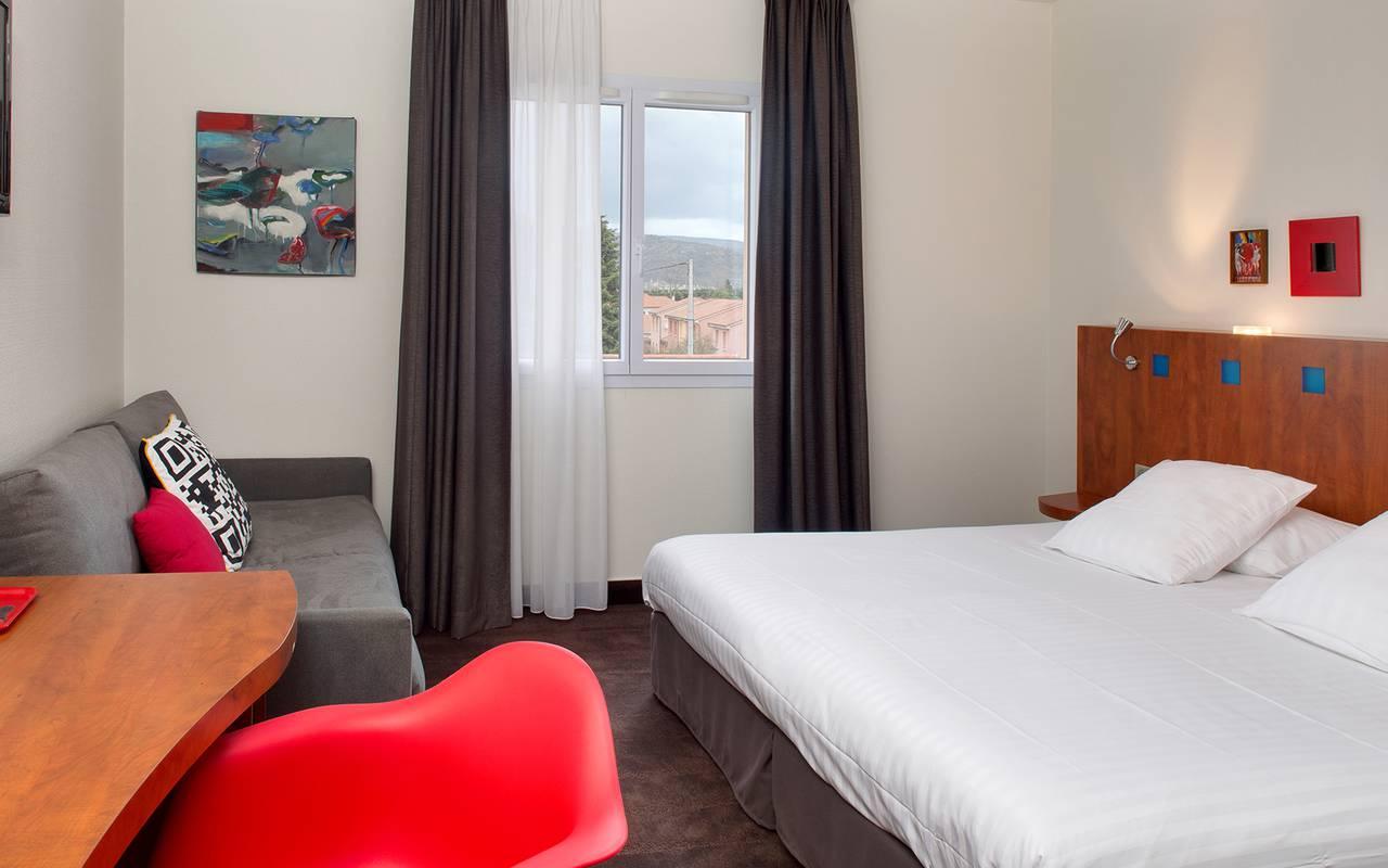 modern comfortable bedroom Auvergne