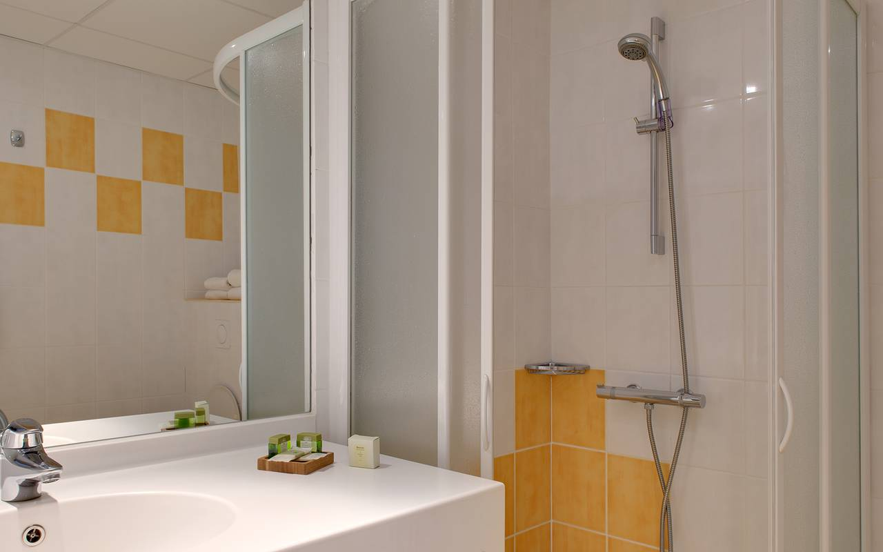 shower modern bathroom, 3-star hotel Clermont Ferrand