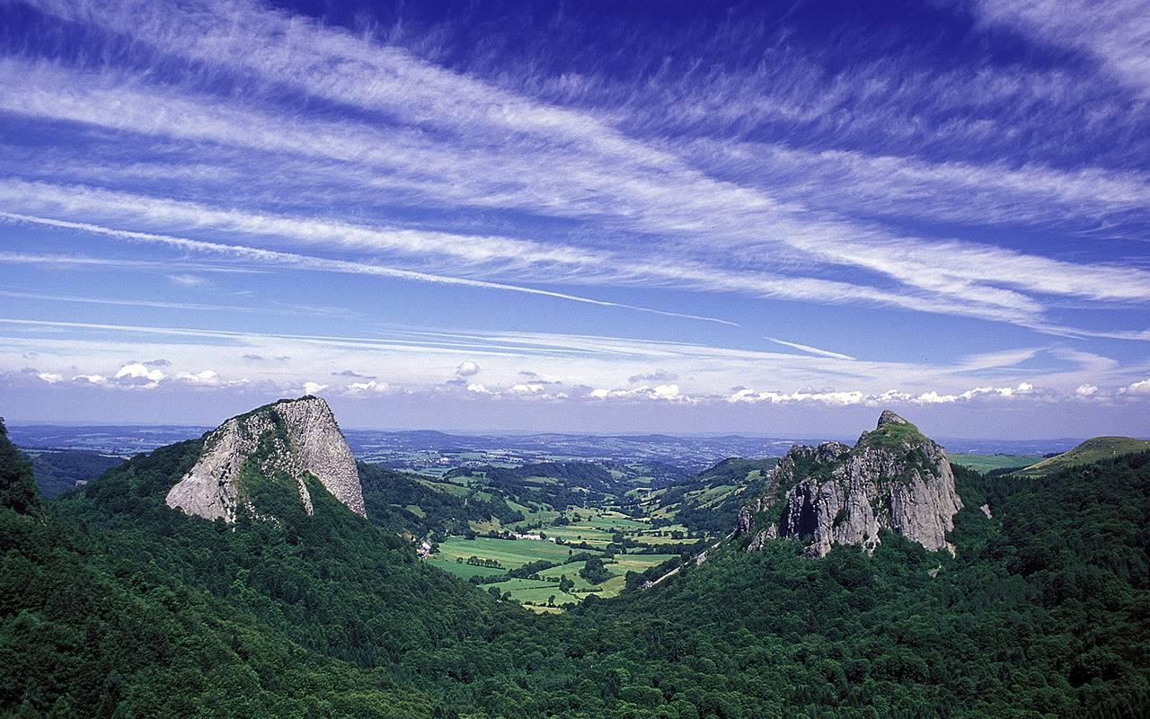 landscape mountains auvergne