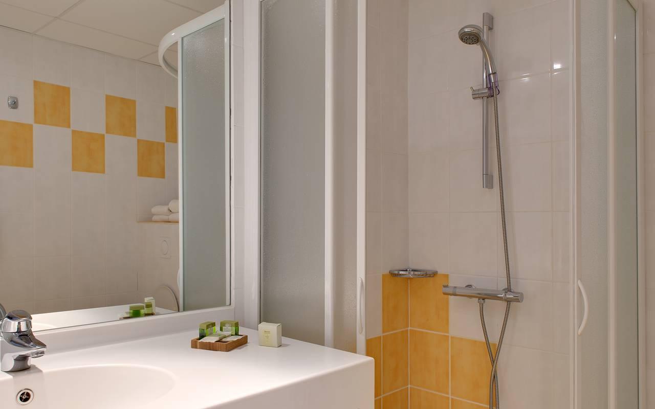 douche salle de bain moderne, hôtel 3 étoiles clermont ferrand