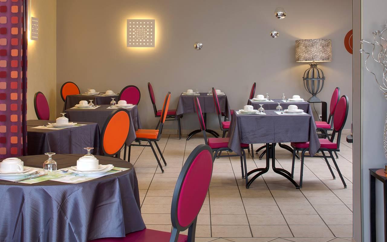 salle reception petit dejeuner, hôtel pres de clermont ferrand