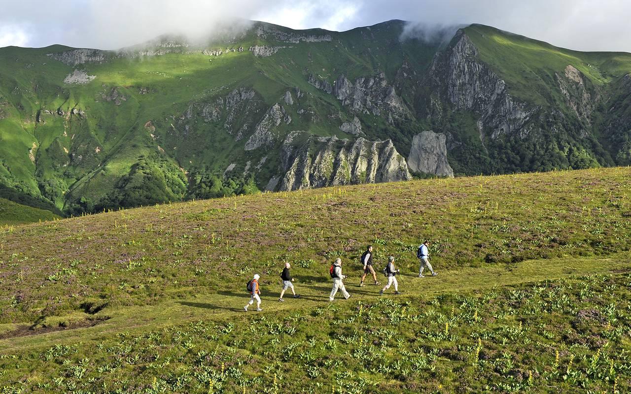 randonnée pédestre environnement naturel, relais motard auvergne