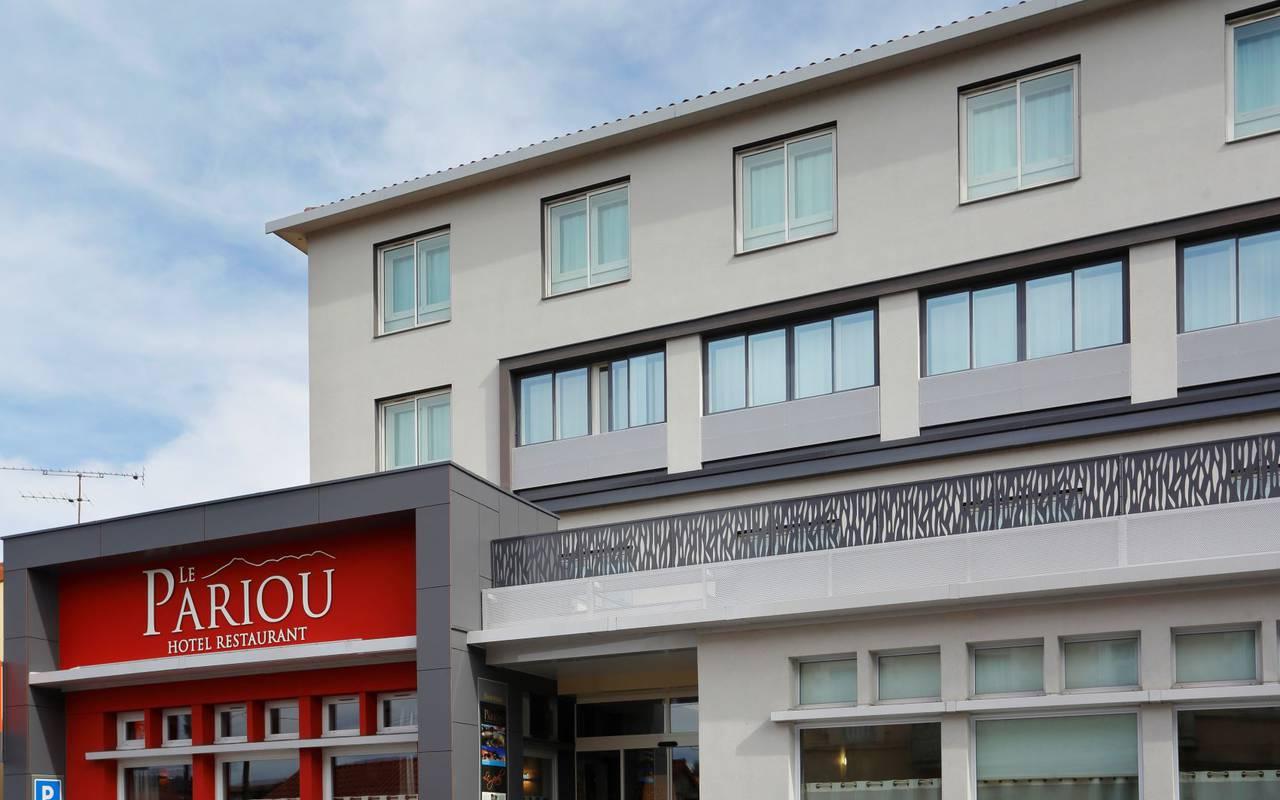 façade du Pariou, hôtel près de clermont ferrand