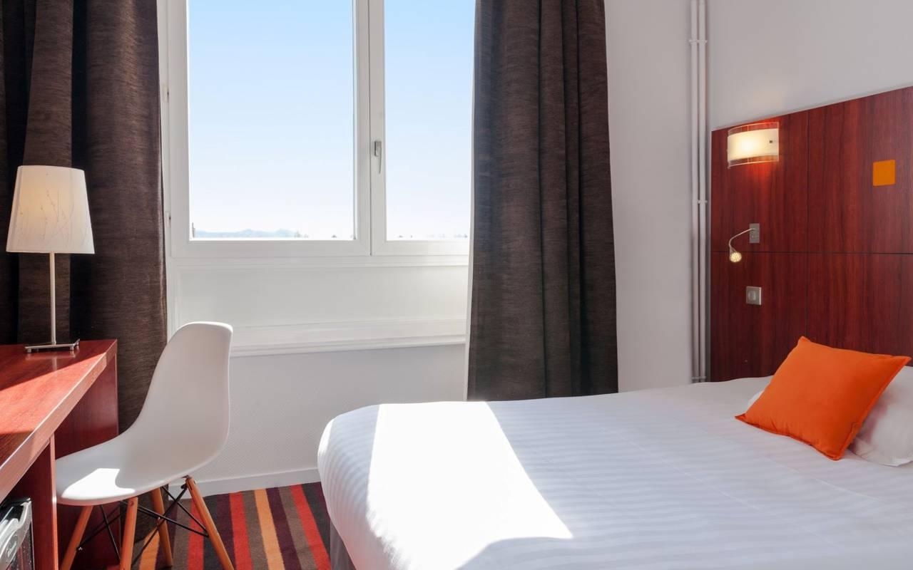 chambre lumineuse, hotel restaurant puy de dome